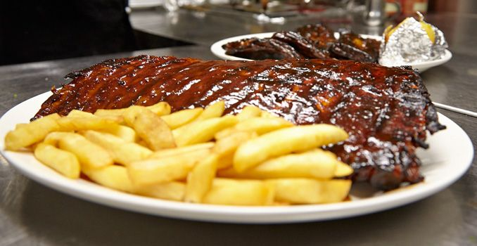Hurricane's Grill ribs and chips