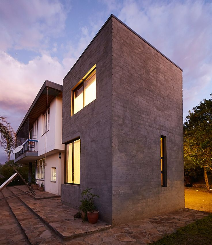 """Phillip Lühl uses """"bagged concrete bricks"""" to build two extensions to a Namibia house"""