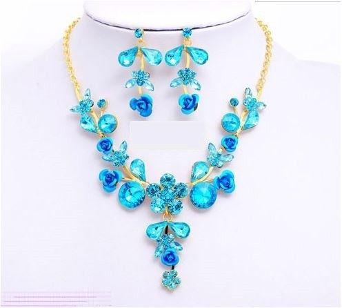set bijuterii cu cristale turcoaz de black friday http://www.bijuteriifrumoase.ro/cumpara/bijuterii-sultana-crystal-bleu-665