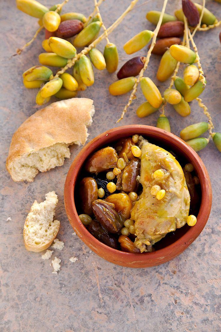 """La Deglet Nour, le nec plus ultra de la datte méditerranéenne est moelleuse, charnue. Idéale pour accompagner le poulet en version """"tajine""""."""