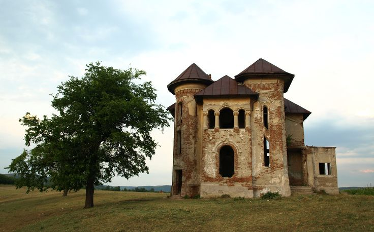 Abandoned manor in Turburea, Gorj county, Romania. Photo by Emil Ion.