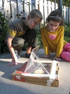 Pizza box solar oven.  Great summer project, put the heat to good scientific use. #FLVS #cool #science #experiments