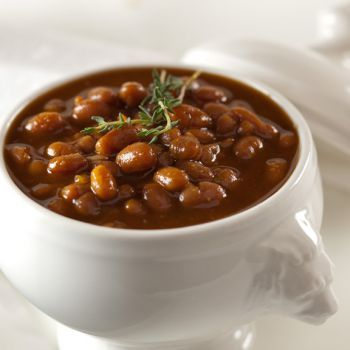 Fèves au lard (salt pork baked beans with maple syrup). Recipe in French