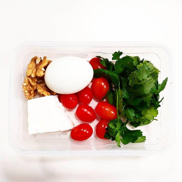 Çirkin ve özensiz bir günümdeyimdir.  #breakfastatwork  #dietjournal  #dietfood  #healthyfood  #healthyfood  #chiken  #chickensalad  #steakafterworkout  #proteinday  #keto  #ketodiet  #ketogenicdiet  #steakforlunch  #gloobyfood  #meatballs  #broccoli  #diyet  #dietfoods  #foodporn  #food  #mealprep  #meat  #bulgurpilavı  #atwork  #lunch  #greensalad