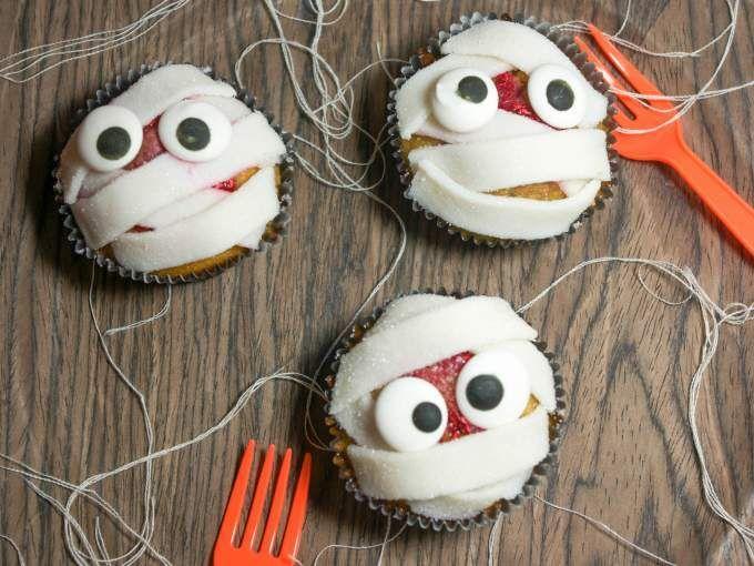 Des momies sanglantes pour votre goûter/dessert d'Halloween ! #recette #cuisine #ptitchef #halloween #muffin #recipe #food #cook #cooking