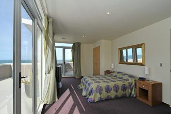 Houghton Bay, 3 bedrooms, $235 pw