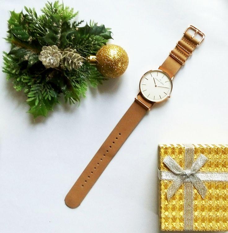 Zegarek Jordan Kerr z płóciennym paskiem i jasną, minimalistyczną tarczą wskazówkową / Jordan Kerr watch for men and women  #watch #wristwatch
