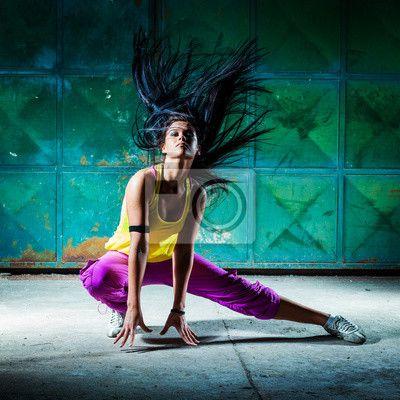 """Canvas eller Poster """"vacker, mörk bakgrund, flicka - urban dansare"""" ✓ Enkelt montage ✓ 365 dagars öppet köp ✓ Se andra mönster från kollektionen!"""
