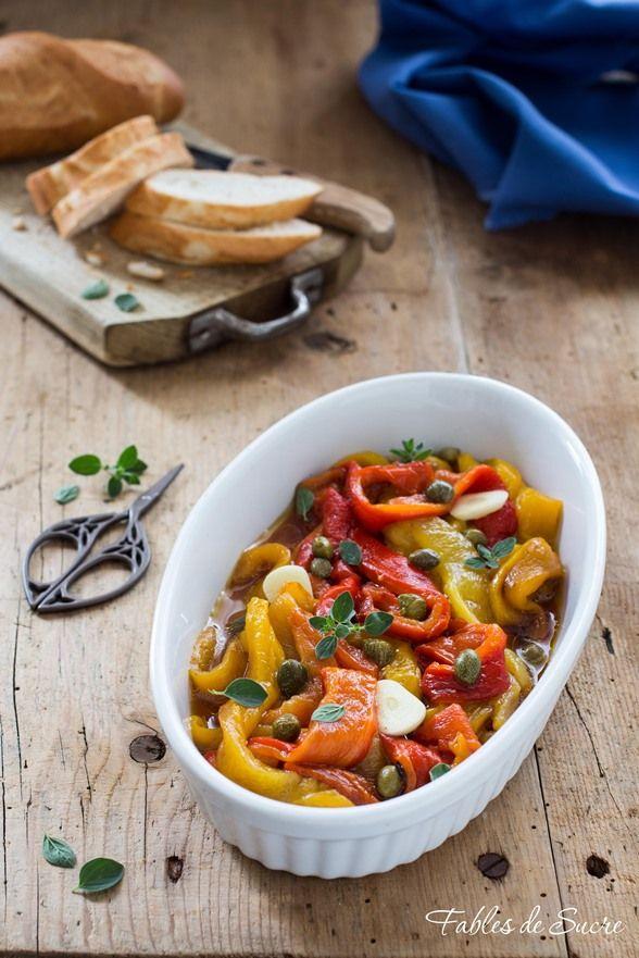 L'insalata di peperoni al forno è un classico estivo, potete accompagnare la carne, oppure come aperitivo su dei crostini di pane, sono molto gustosi.