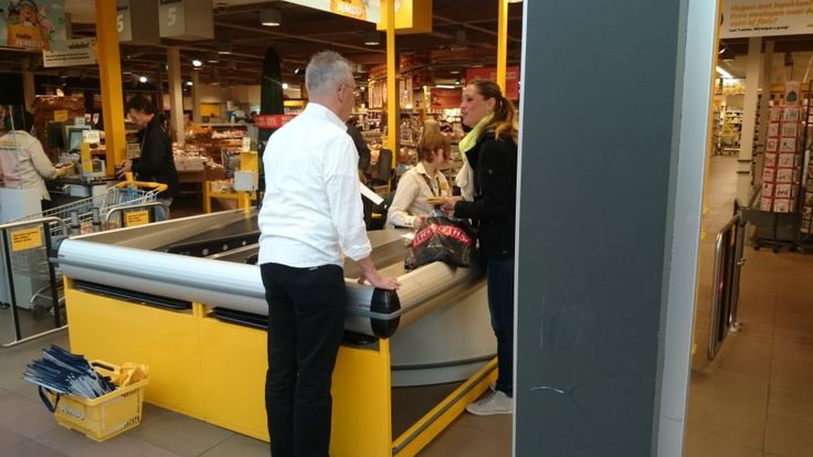 Hulp van Koopplein Eindhoven tijdens de actie in Woerden op 10 mei 2014