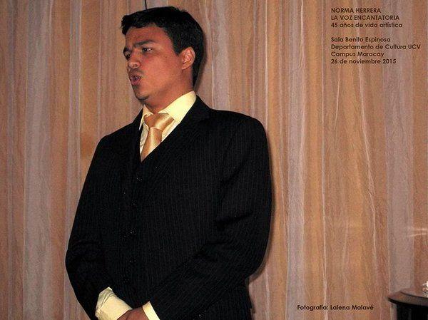 Cantando en la Gala Lírica en honor del Aniversario 45° de Trayectoria Artística de la Soprano Norma Herrera.