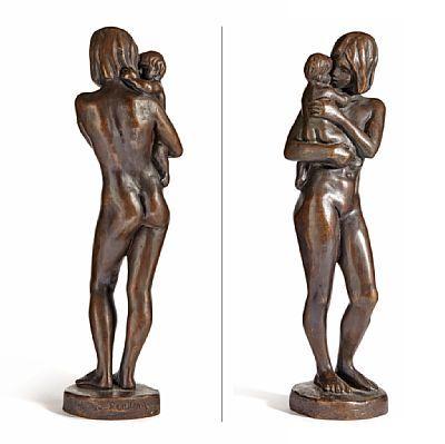 PER UNG OSLO 1933 - 2013  Mor og barn Bronse, H: 42 cm B: 12 cm Signert bak på plinten: Per Ung