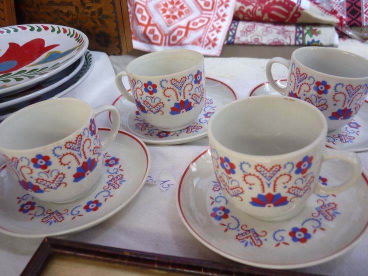 Cups and saucers with Buszak motif