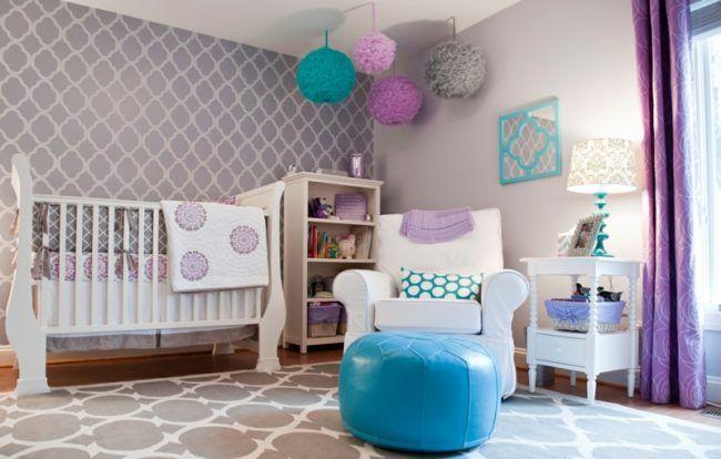 babyzimmer einrichten maedchen lila lavendel laternen deko bett regal