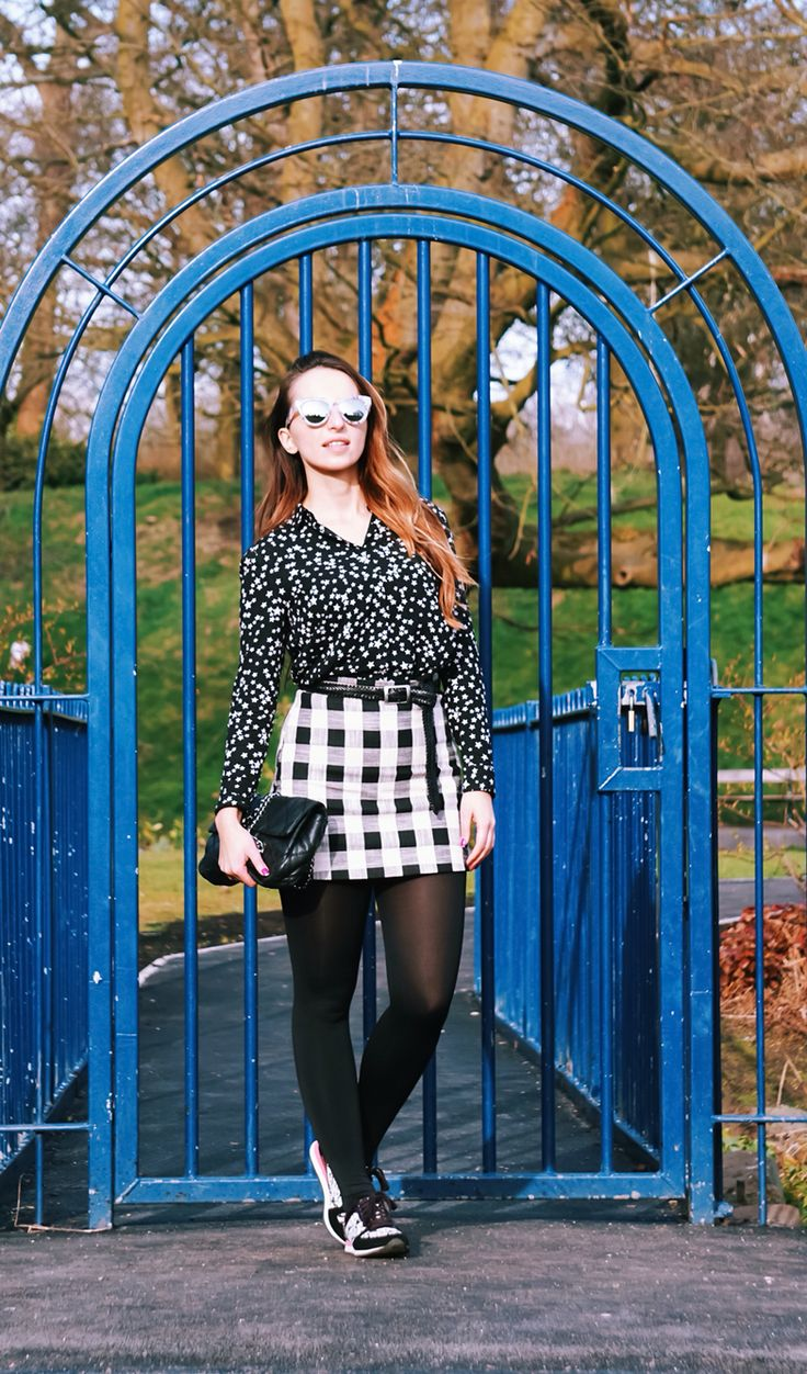 Streetstyle . Casual chic , mixing black and white prints.