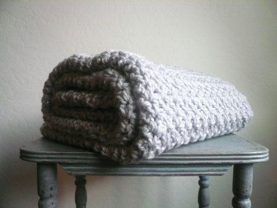 Main bonneterie laine Chunky jet couverture par ThePrairieBoutique