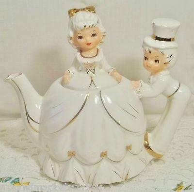 Vintage musical tea pot.(tc)