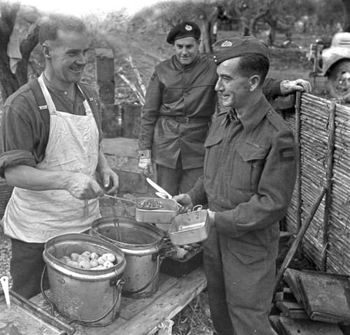 Sappers of the Royal Canadian Engineers (R.C.E.) having dinner, Castel Frentano, Italy, 20 December 1943.