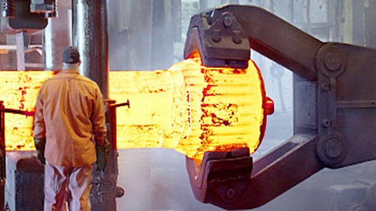 Hypnotisches Video das zeigt, wie bei Kihlbergs Stal in Schweden riesige Metallteile geschmiedet werden. Durch noch viel mehr riesige Metallteile.  Awesome and hypnotic video filmed inside an impressive forgery using a massive pneumatic Hammer. Kihlberg Steel AB is a Swedish company specialized...