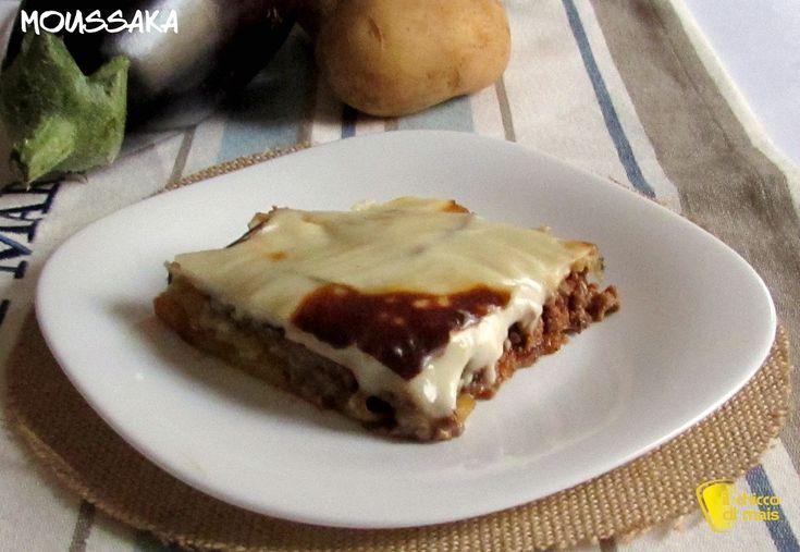 Moussaka (ricetta greca). La moussaka è un piatto unico o un secondo piatto greco, uno sformato di melanzane e patate con carne e coperto da besciamella