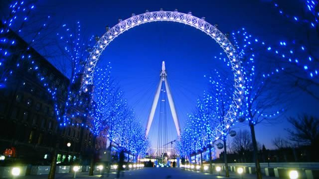 Are you good with heights? Take a ride on the London Eye.! Climb aboard for a breathtaking experience, with an unforgettable perspective of more than 55 of London's most famous landmarks – all in just 30 minutes!