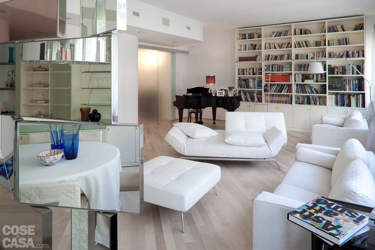 Una spaziosa casa su due piani nata da ex uffici, ristruttati e adibiti ad abitazione. Ben isolati per contenere i consumi.