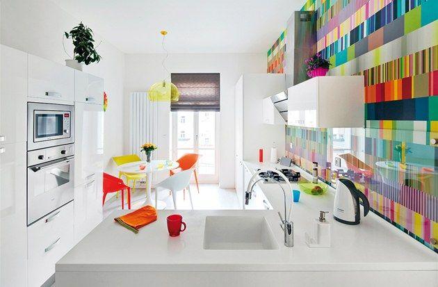 Kuchyň s jídelnou. Nábytek kombinuje skříňky IKEA) a atypy (Truhlářství Mucha)....