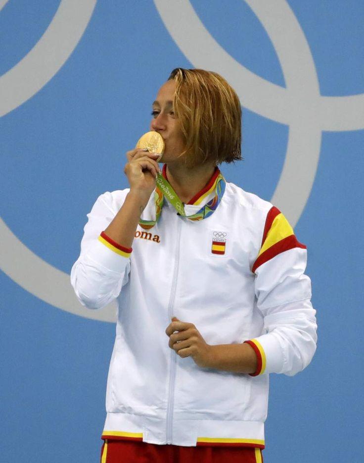Mireia Belmonte..medalla de oro de los 200 mariposa. La española acumula dos medallas olímpicas en Río 2016, una de oro por los 200m mariposa femenino; otra de bronce por los 400m combinado individual femenino  Ver más en: http://www.20minutos.es/fotos/deportes/medallistas-espanoles-en-las-olimpiadas-de-rio-2016-