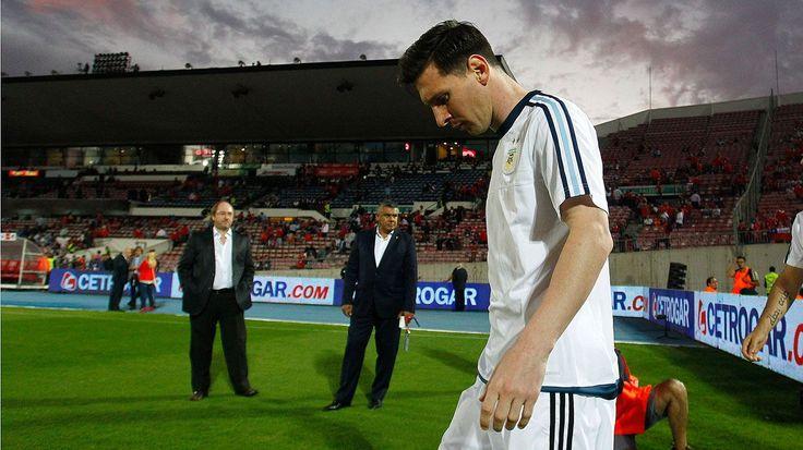 El escándalo de Messi en Egipto por regalar unos botines | Pasion Futbol.