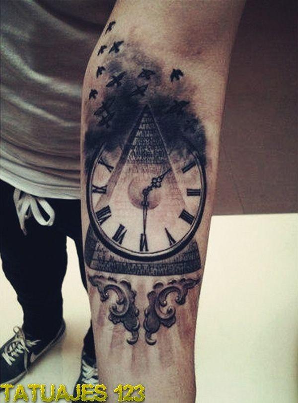 Reloj en el brazo                                                                                                                                                                                 Más
