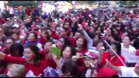 James F. Sundah memimpin lagu Lilin Lilin Kecil dan lagu-lagu nasional di kota New York dalam rangka memperingati Hari Kebangkitan Nasional bersama para diaspora Indonesia di Amerika. Simak dalam liputan Tim VOA berikut ini.  Di YouTube: https://youtu.be/EtkPq6VXsCQ