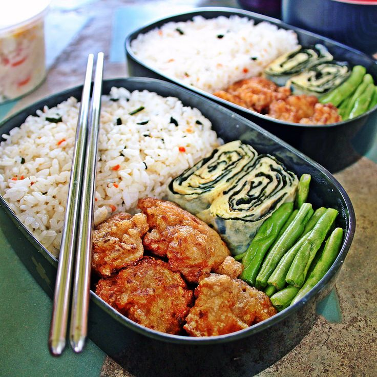 https://flic.kr/p/uBTbTo | Lunch Picnic Bento [2/2] | Each lunchbox contains tori karaage, tamagoyaki, sautéed French beans and Japanese rice with salmon furikake.  Also prepared Japanese potato salad as shown in the other photo.