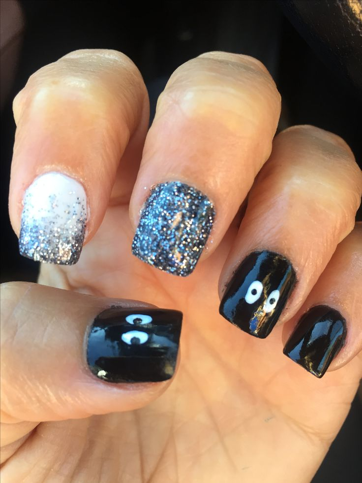 Spooky eyes nails Halloween mani SNS black glitter in 2019 ...