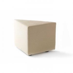 Pouf triangolare con struttura interna in legno multi strato. Lavorazione artigianale interamente a mano, dal produttore al consumatore, creazione e produzione Made in Italy.    N.B. L'articolo viene prodotto per te e consegnato entro 30 gg.
