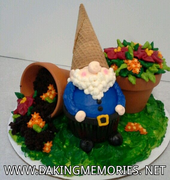 Garden gnome cupcakes decorating for Gnome 3 decoration fenetre