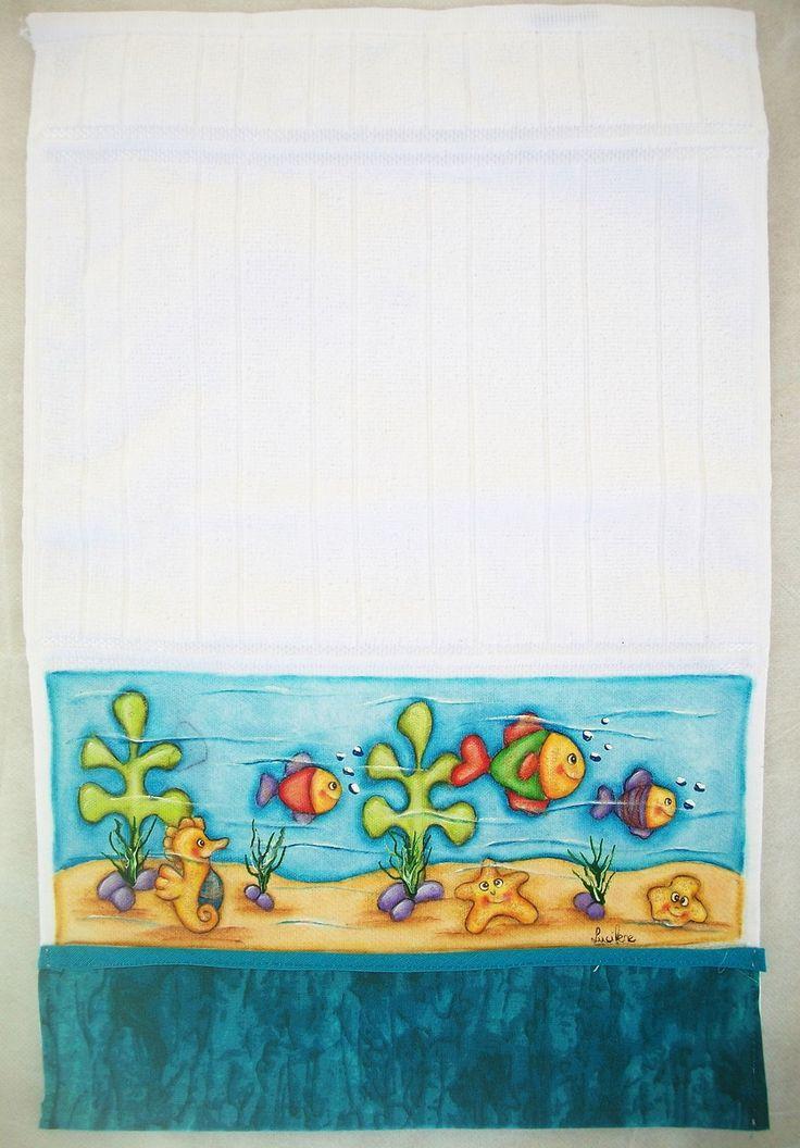 Toalha de lavabo pintada a mão, com detalhes em tinta puff, com opções de cores ( azul, verde, rosa, lilás, creme)e temas a serem pintados.