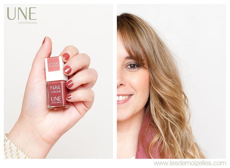 Céline porte le C05. Retrouvez son article sur les vernis Une sur http://www.lesdemoizelles.com/vernis-nail-colour-de-une/
