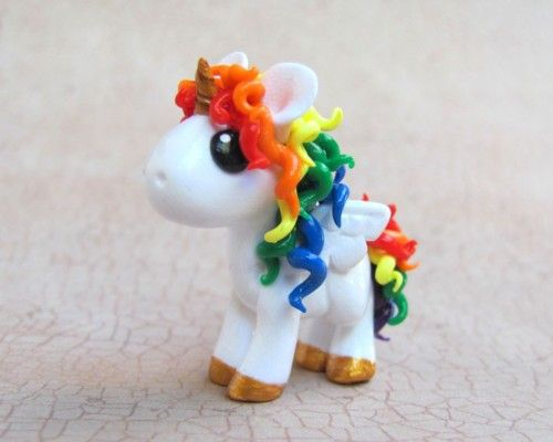 Polymer Clay Rainbow Uniorn  I used to make little clay animals all the time!