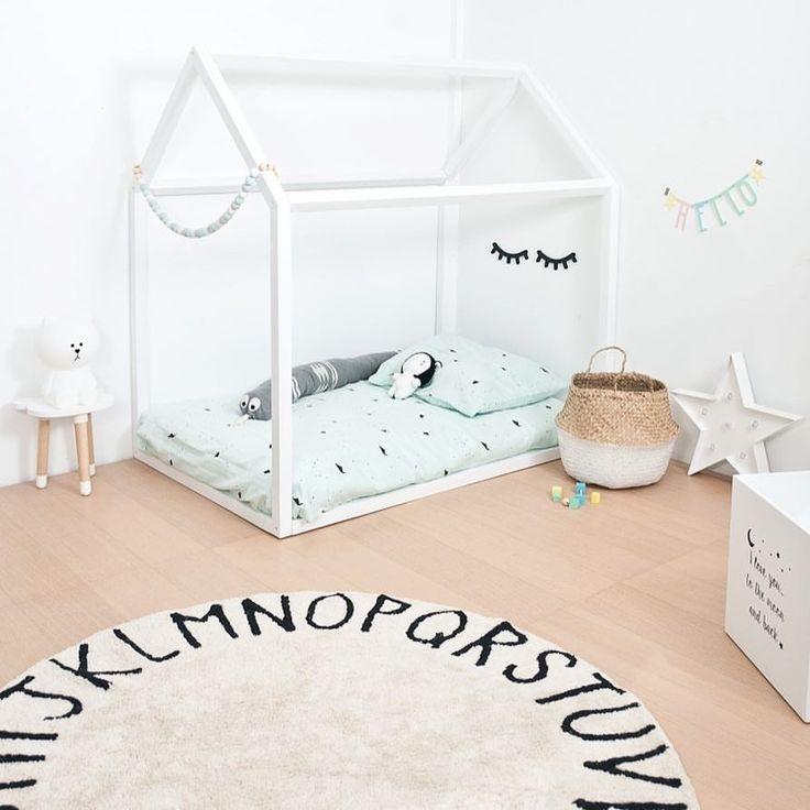 Cama casita de madera inspirada en la filosofía Montessori, ideal para crear una habitación infantil moderna y diferente - Minimoi
