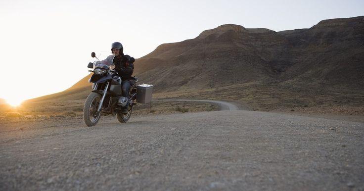 Características de la Yamaha Virago 250. La Yamaha Virago 250 estilo crucero es considerada una de las mejores motocicletas para principiantes y de viajes de corta distancia. Producida desde 1981 hasta 2007 —y relativamente sin cambios durante sus últimos 10 años— es un testimonio de fiabilidad, eficiencia y atractivo. El último año de la Virago 250 fue 2007 (en 2008, la 250 se engranó ...