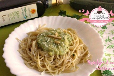 Pesto crudo light di zucchine (110 calorie)