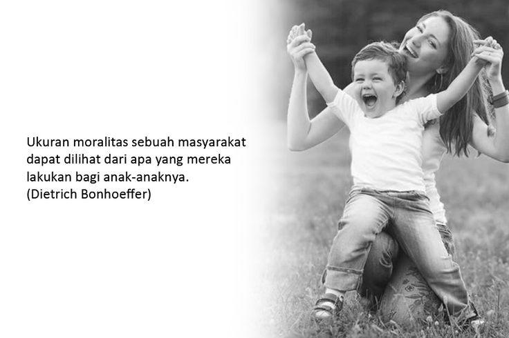Ukuran moralitas sebuah masyarakat dapat dilihat dari apa yang mereka lakukan bagi anak-anaknya. (Dietrich Bonhoeffer)  Gambar: Inhabitat.com Klik > http://bit.ly/1vAwl0G