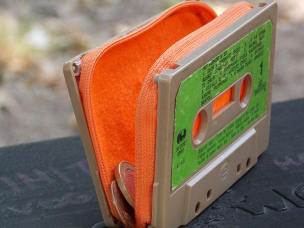 Given that cassette tapes are now antique, this is a pretty funny idea! Old Cassette Tape Into Purse