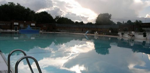 Things To Do in London – Hampstead Ponds And Lido. Hg2London.com.
