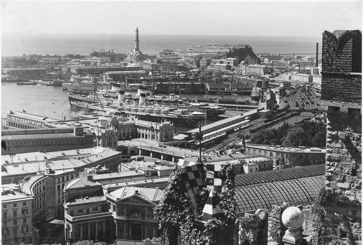 Genova. Panorama della città e del Porto dal Castello d'Albertis: nell'immagine sono visibili la Stazione di Principe, la Stazione Marittima e la Lanterna (Photo: Studio Agosto, 1932-1936) #genova #genoa #liguria #annitrenta
