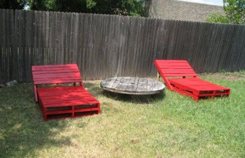 http://earth911.com/content/uploads/2012/09/Pallet-Lounge-Chairs-478x308.jpg
