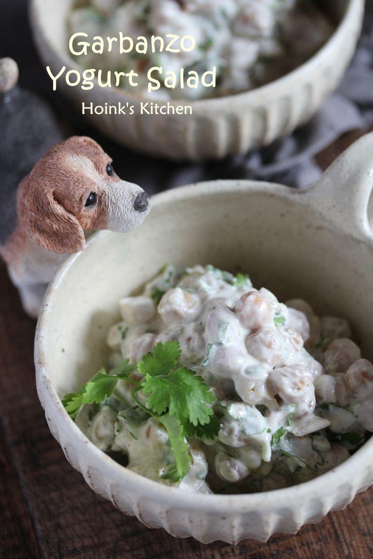 インドの味★ひよこ豆のヨーグルトサラダ  スパイス香るひよこ豆のさわやかヨーグルトサラダは、カレーの副菜にもおすすめです。 Hoink    材料 (3~4人分) ひよこ豆水煮 (正味) 300g *クミンパウダー 小さじ1/2 *ガラムマサラ 小さじ1弱 *マスタードシード(あれば) 小さじ1/2 水切りヨーグルト 又はグリークヨーグルト 100g レモン汁(ポッカレモンでもOK) 大さじ1弱 塩 ふたつまみ~ 万能葱の小口切り 大さじ1 香菜(パクチー) 葉の部分をひとつかみ オリーブオイル 又はサラダ油(炒め用) 大さじ1 作り方 1 フライパンに油をひき*のスパイス類を入れて弱火にかける。香ってきたらひよこ豆を加え、火を強めて炒め合わせる。 2  熱がまわりスパイス類が豆によく絡んできたら塩ふたつまみで味を調える。火からおろして冷ましておく。 3 万能葱を刻み、香菜はざくざくと刻む。 水切りヨーグルトとレモン汁を合わせておく。 4  豆が完全に冷めたらヨーグルトと和え、万能葱と香菜も加える。ここでもう一度味を見て必要なら塩少々で調えてできあがり。 5…