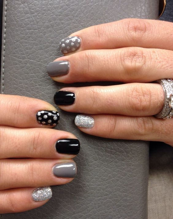 Classy and glittery dots nail art #nail #nails #nailart #naildesign #nailpolish #polish