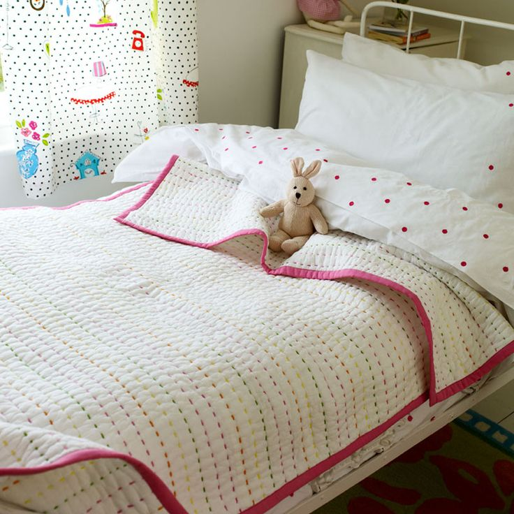 love the running stitch on this quilt