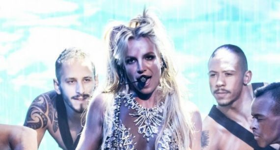 "Britney Spears apresenta ""Make Me"" em talk show britânico #Britney, #BritneySpears, #Cantora, #M, #Noticias, #Pop, #Popzone, #Show, #Single, #Televisão http://popzone.tv/2016/10/britney-spears-apresenta-make-me-em-talk-show-britanico.html"